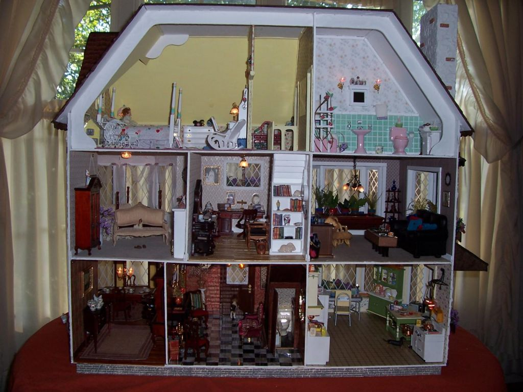 How Many Rooms In The Harrison Greenleaf Dollhouses