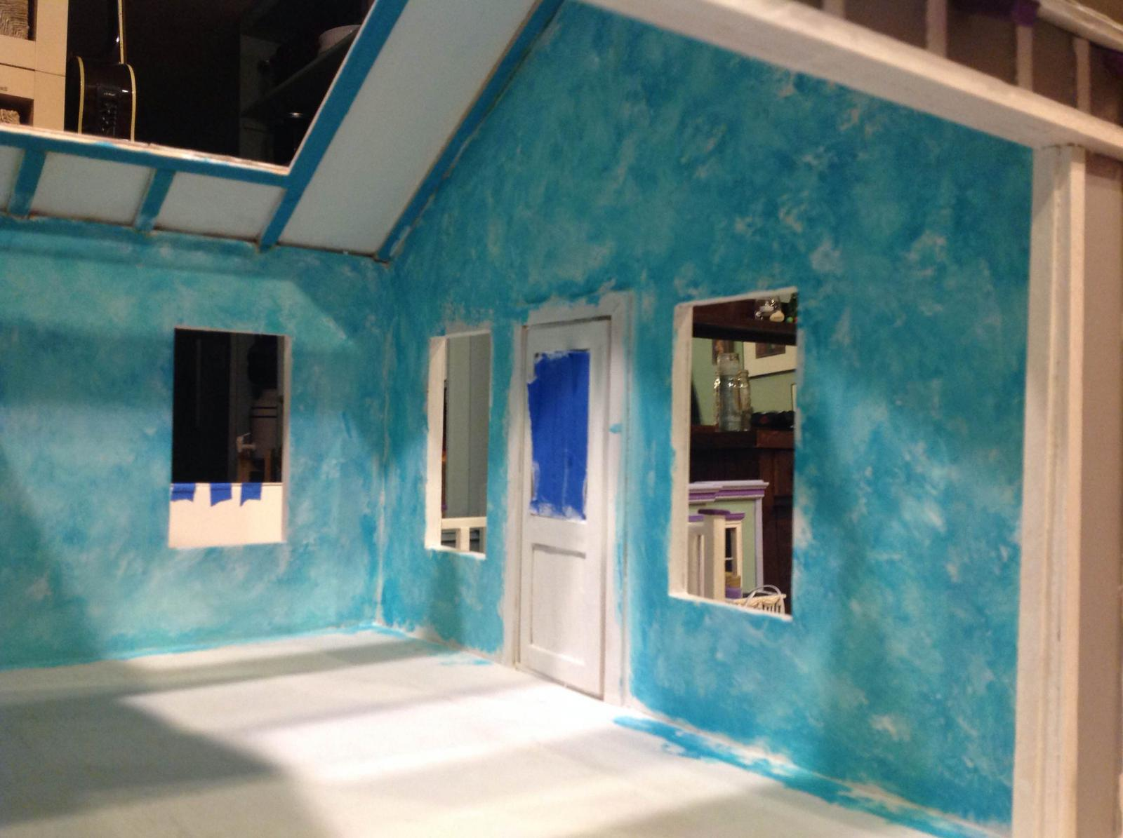teal and white sponged walls