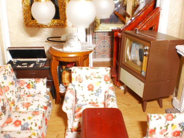 living room tv, radio phone.JPG