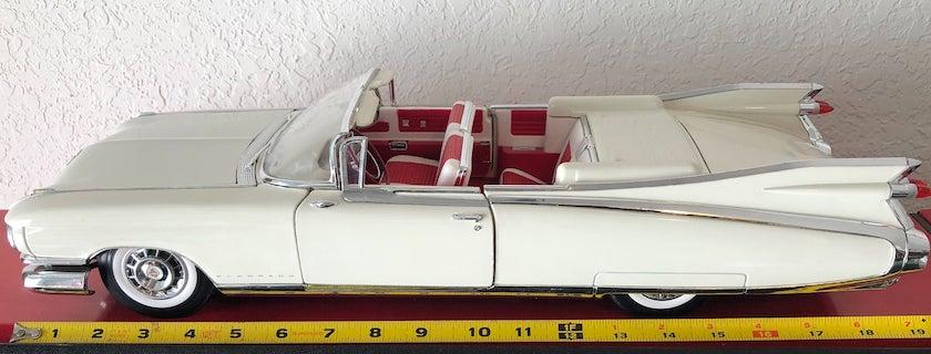 1:12 Maisto 1959 Cadillac.jpg