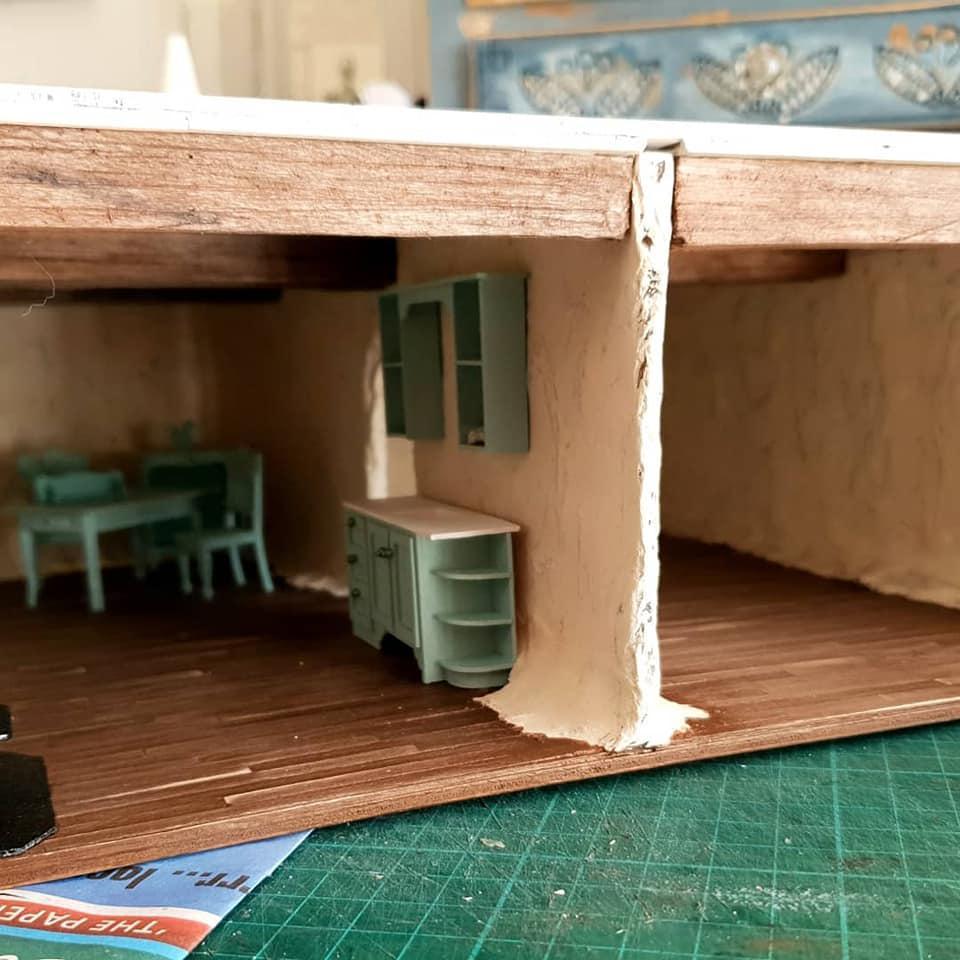 Lid/roof on burrow