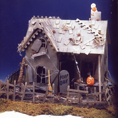 Haunted House Dollhouse: Spooky Front View